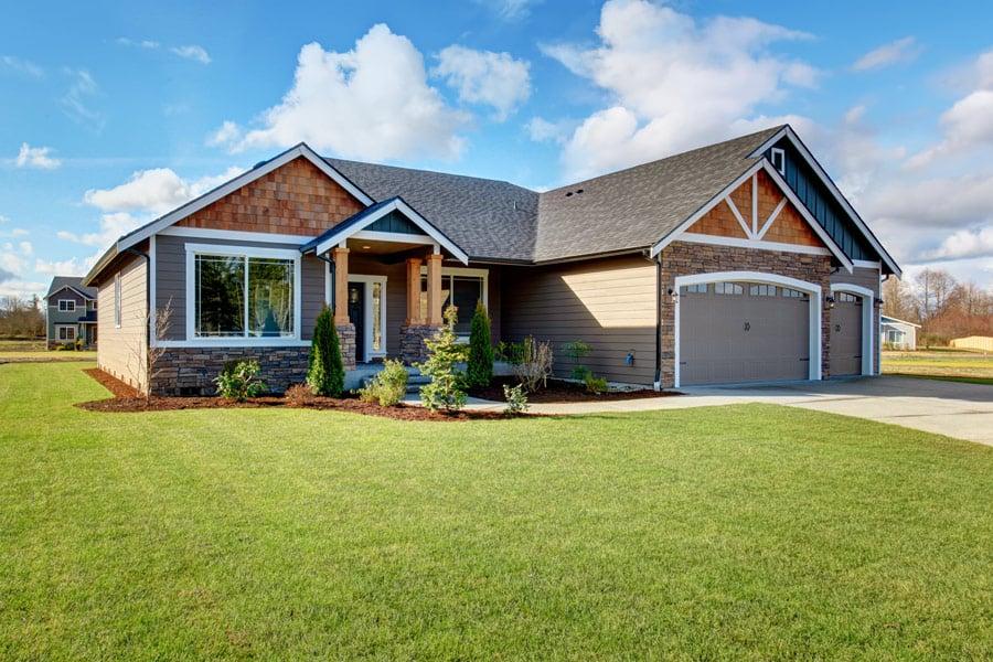 House_3CarGarage_AdobeStock_86825527
